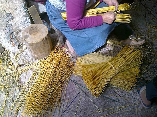 Подготовка соломы для плетения корзин