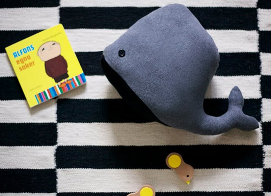 Подушка игрушка голубой кит