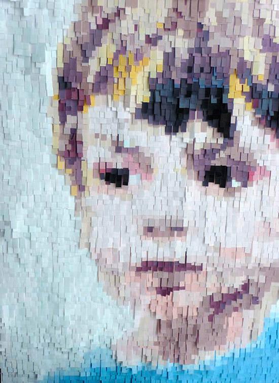 Портрет ребенка из цветной бумаги