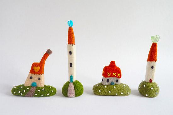 Интересные игрушки из войлока пейзажи и домики с картинок детских книг