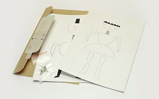 Делаем бумажную куклу на шарнирах своими руками в месте с детьми