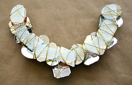 Делаем ожерелье из страз камней и проволоки