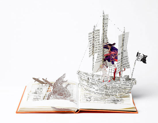 корабль из сказки Питер Пен из бумаги